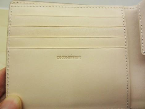 コードバン二つ折り財布 ココマイスター ロゴ